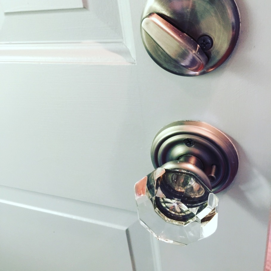 Love the crystal door knobs.